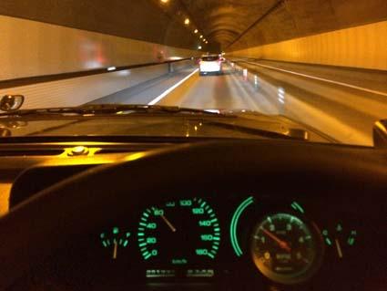 安房トンネル通過中