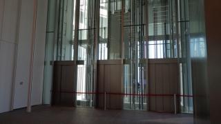 百貨店用エレベーター(ロビー階には止まりません)