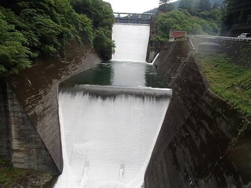 奥多摩湖放水