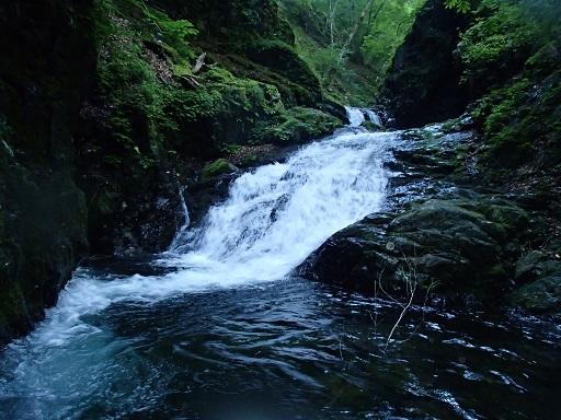 小室淵上の滝