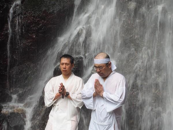 中能登町  不動滝滝開き 7月5日に夏の訪れを告げる滝開きが行われています