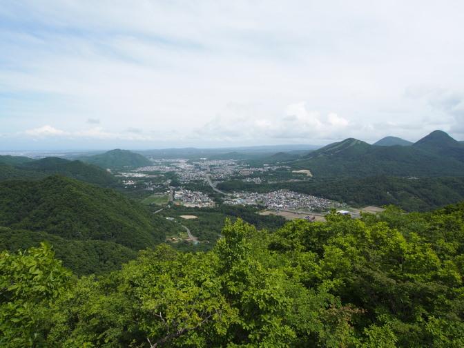 八剣山頂上から望む真駒内方面
