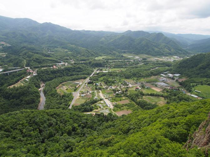 八剣山頂上から望む定山渓方面