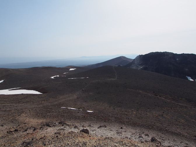 溶岩ドームと樽前山西山山頂