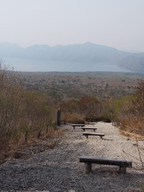 「樽前山から支笏湖を望む」