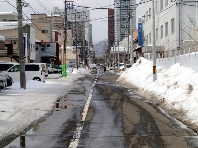 乾きかけの道路