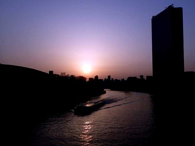 大阪城ホール前の橋から
