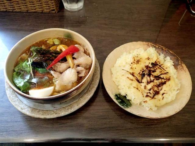 アスパラガスと鶏皮のスープカレー