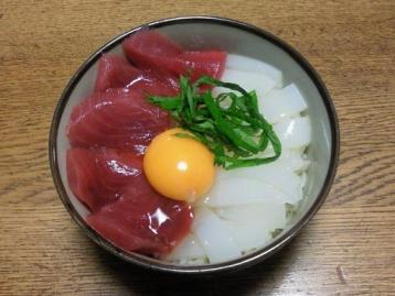 本マグロ・白イカ丼