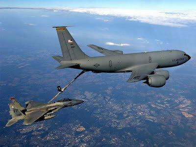 幻獣機 メガラプター(F-22)に給油するハムストラット(KC-135)