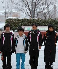 雪の4人の写真