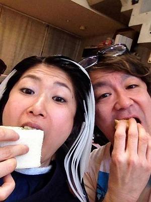 s9パンを食べる
