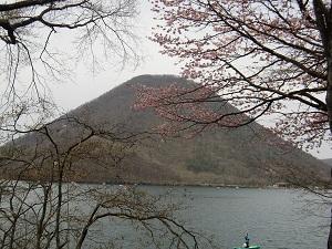 湖畔を周回