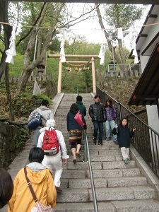 頂上には神社