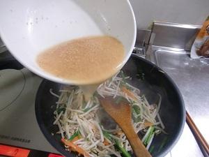 スープで煮込む