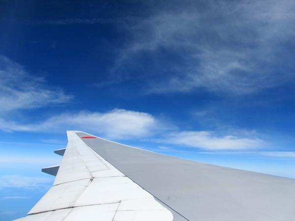 飛行機にのって。