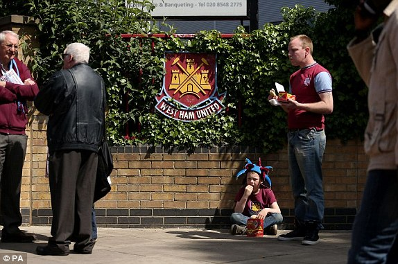 1399117067943_lc_galleryImage_Fans_outside_the_ground_b.jpg