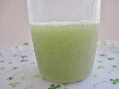 甘みを抑えてスッキリ美味しい♪【ナチュラルヘルシースタンダード ミネラル酵素グリーンスムージー はちみつレモン味】