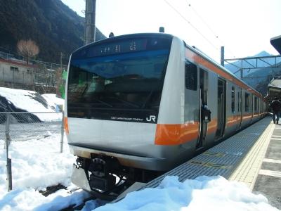 E233系と雪