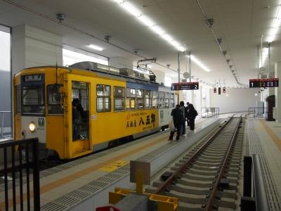 高岡駅万葉線ホーム