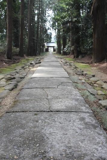 本堂への石畳