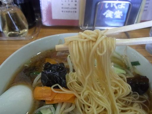 自家製のストレート細麺