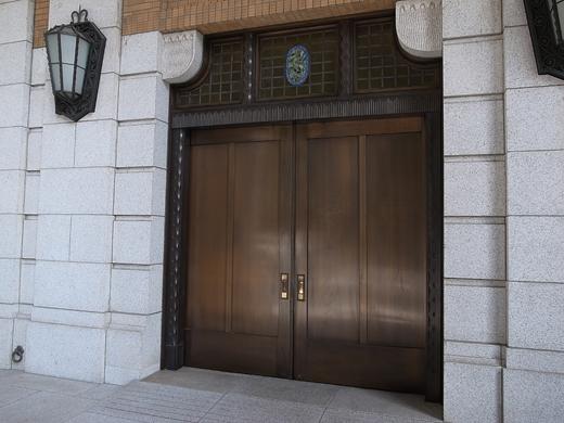 140824_8工業倶楽部の扉
