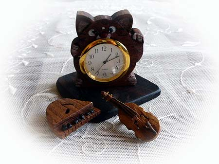 ネコちゃん時計&楽器ブロ-チ