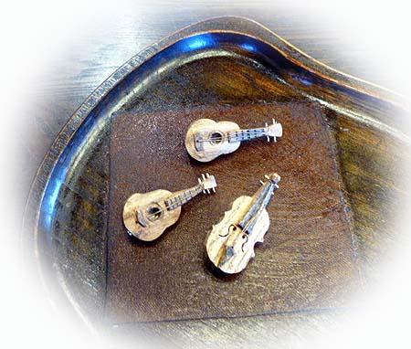 楽器ブロ-チ