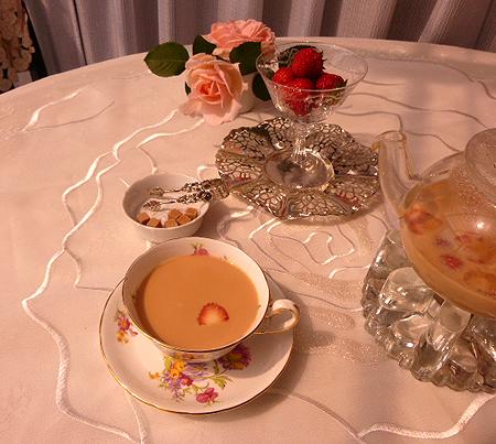 朝摘みイチゴでミルクティ-