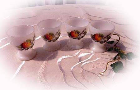 ミルクガラスのエッグカップ
