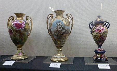 ポピ-・フライングスワン・菊柄飾り花瓶