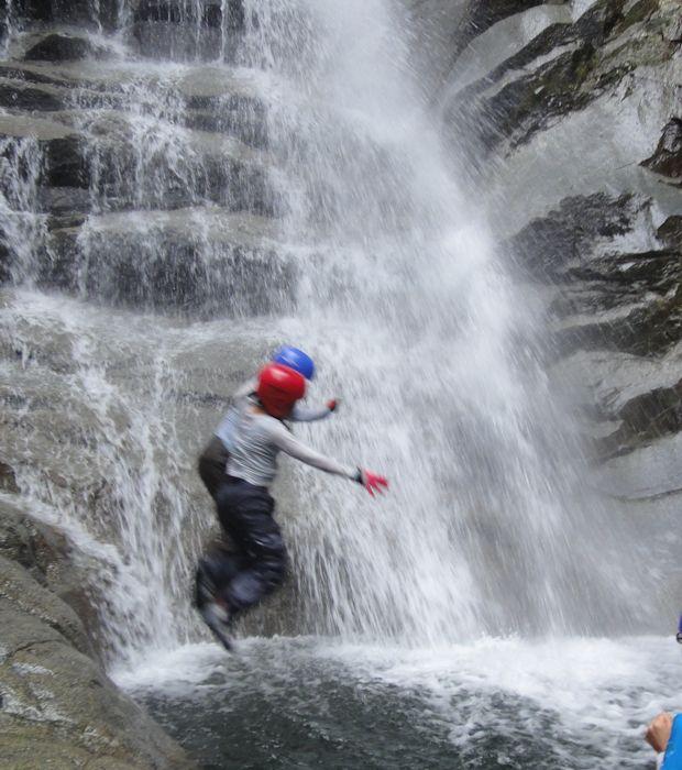 モロクボ大滝名物、滝ダイブ1