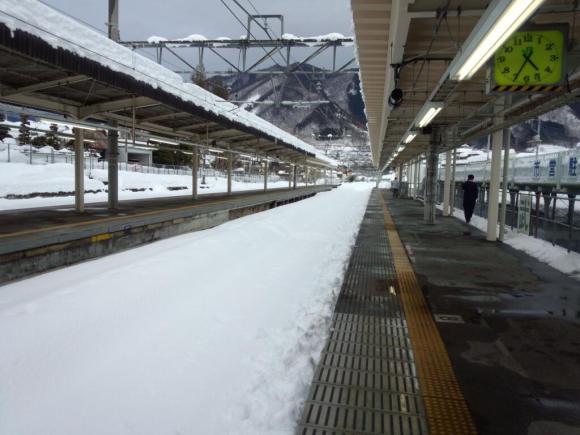 とある駅の積雪(山梨塩山駅)image