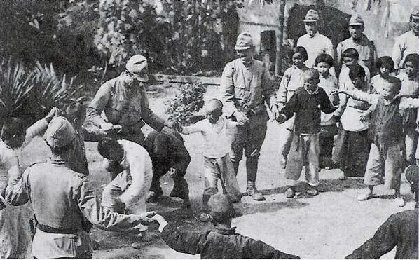 とある日本兵たち(中国の子供たちと)image