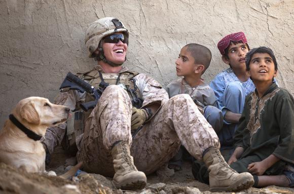 とある兵士と子供と犬image