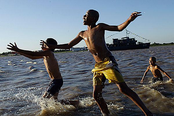 とある少年たちと海image