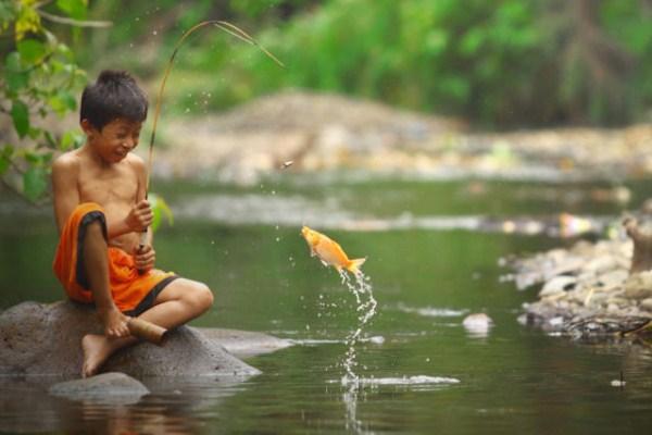 少年の川釣りimage