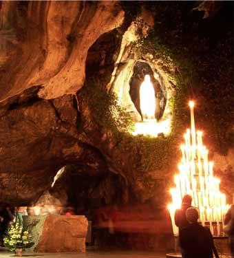 ルルド(聖母像と灯火)image