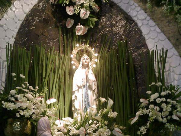 ルルド(とある聖母像正面)image_convert_20140531002525