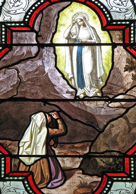 ルルド(聖母が十字の仕草を教える)image
