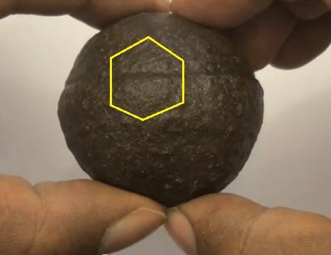 イアペタス(南アフリカ発見球体)image