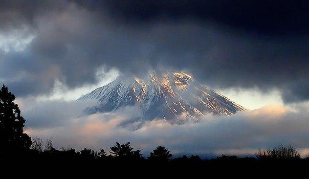 富士山(雲間からの)image