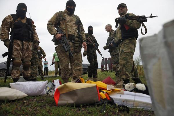 赤いマフィアとか(撃墜された機体から散らばった品々)image