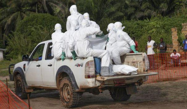 エボラ(シエラネオネで移動する医療チーム)image