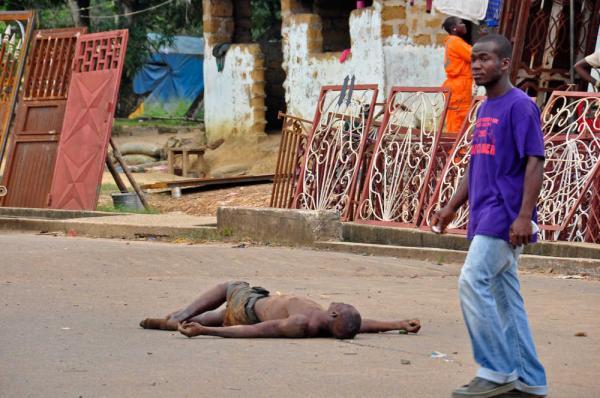 エボラ2(リベリアの路上で)image