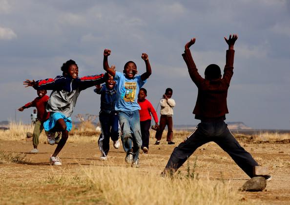 エボラの現実(修飾用画像アフリカの子供たち)image