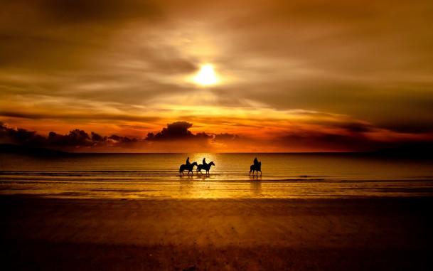 自然の情景(夕陽のなかの人馬)image