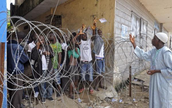 地球の情景(リベリアの隔離鉄条網2014年8月22日)image_convert_20140826232216