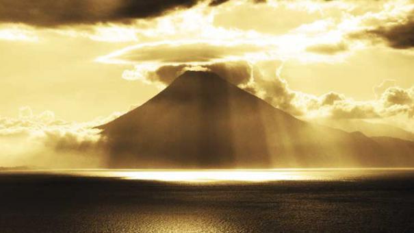 異常気象とか(中央アメリカatitlan湖)image_convert_20140915030648